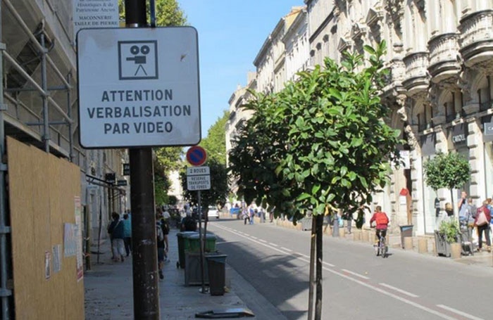 Avignon vid o verbalisation pv par cam ra for Feu vert echirolles comboire